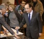 François Hollande votando en la primera vuelta de las Elecciones en Francia.